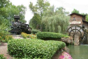 Dollywood amusement park train ride