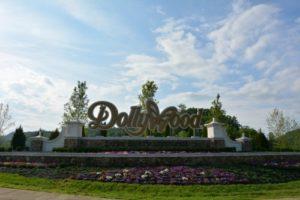 Dollywood amusement park sign
